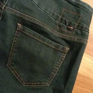 Jag pull on jeans